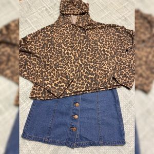 QUEEN BEES | Cheetah Cropped Light Sweater M/L